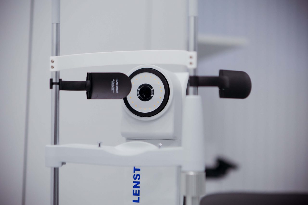 Апаратне лікування зору: що це, як проводиться, показання та протипоказання